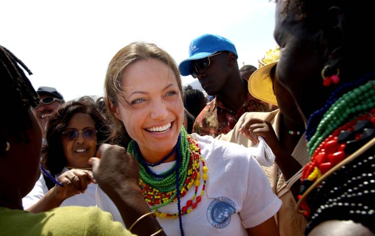 8 знаменитостей и их добрые поступки, которые делают мир лучше